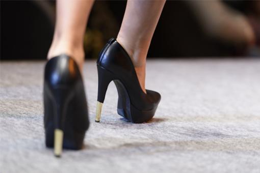脚が綺麗に見える!キャバ嬢御用達のおすすめ靴ブランド